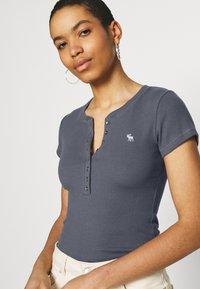 Abercrombie & Fitch - Basic T-shirt - dark blue - 3
