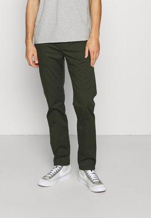 STUART REGULAR - Spodnie materiałowe - military