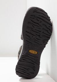 Keen - ROSE - Sandales de randonnée - gargoyle/raven - 5