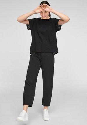Print T-shirt - black embroidery
