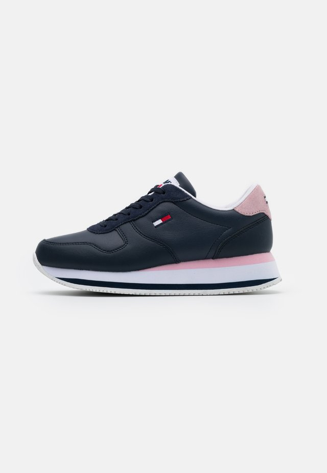 FLATFORM ESSENTIAL RUNNER - Trainers - twilight navy
