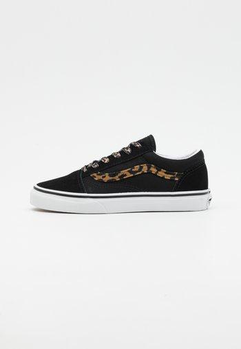 OLD SKOOL - Sneakers - black/true white