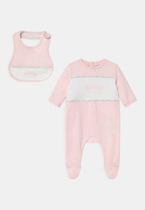 BIB SET - Sleep suit - pinkpale