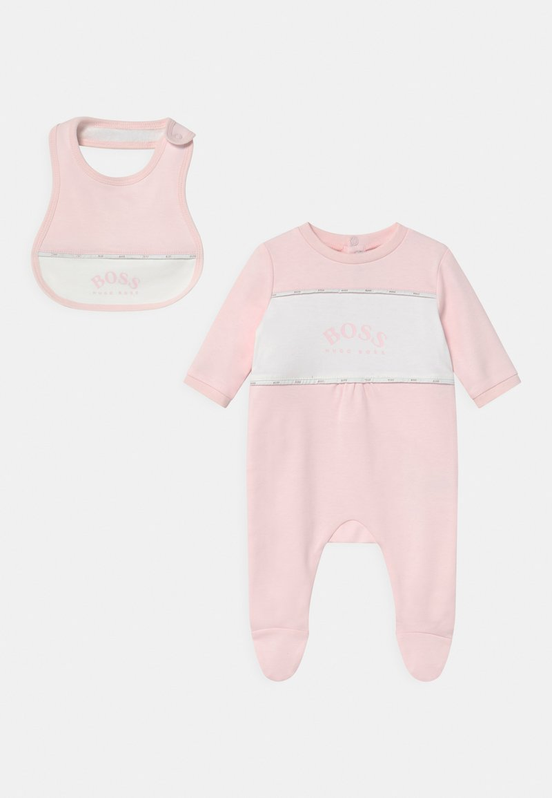 BOSS Kidswear - BIB SET - Sleep suit - pinkpale