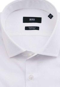 BOSS - REGULAR FIT  - Formal shirt - weiß - 2
