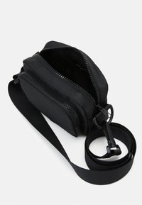 Monki - JINDER BAG - Skulderveske - black nylon - 2