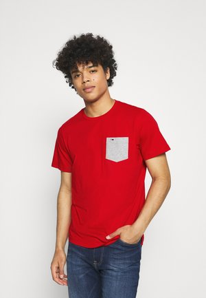 CONTRAST POCKET TEE - T-shirt con stampa - red
