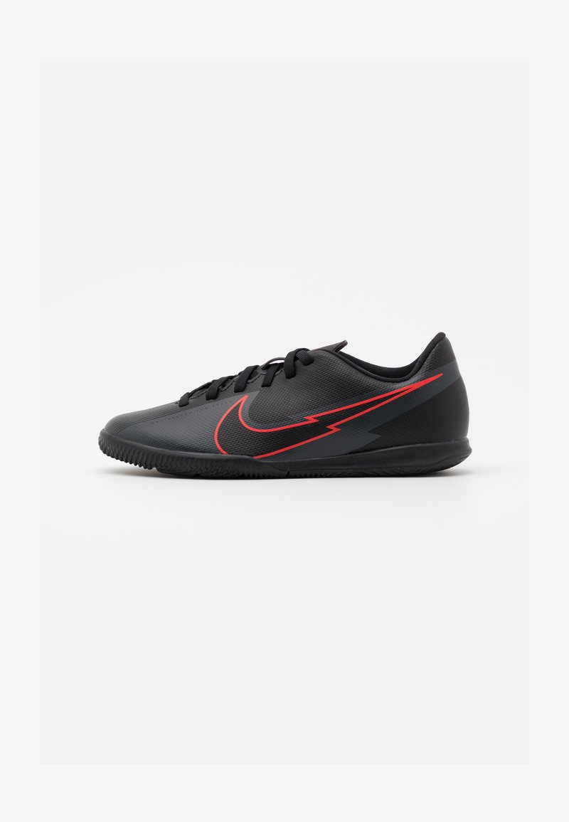 Nike Performance - MERCURIAL JR VAPOR 13 CLUB IC UNISEX - Halové fotbalové kopačky - black/dark smoke grey
