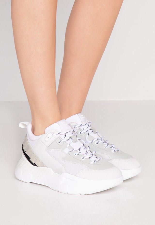CHERLEE - Sneakersy niskie - white