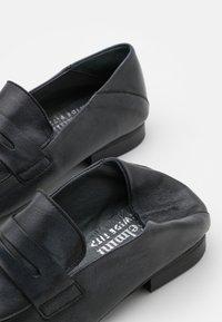 Felmini Wide Fit - MELISSA - Slip-ons - tamponada black - 5