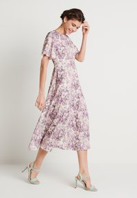 NA-KD - ZALANDO X NA-KD WIDE FLOWY SLEEVE MIDI DRESS - Denní šaty - purple - 0