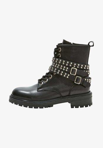 Cowboy/biker ankle boot