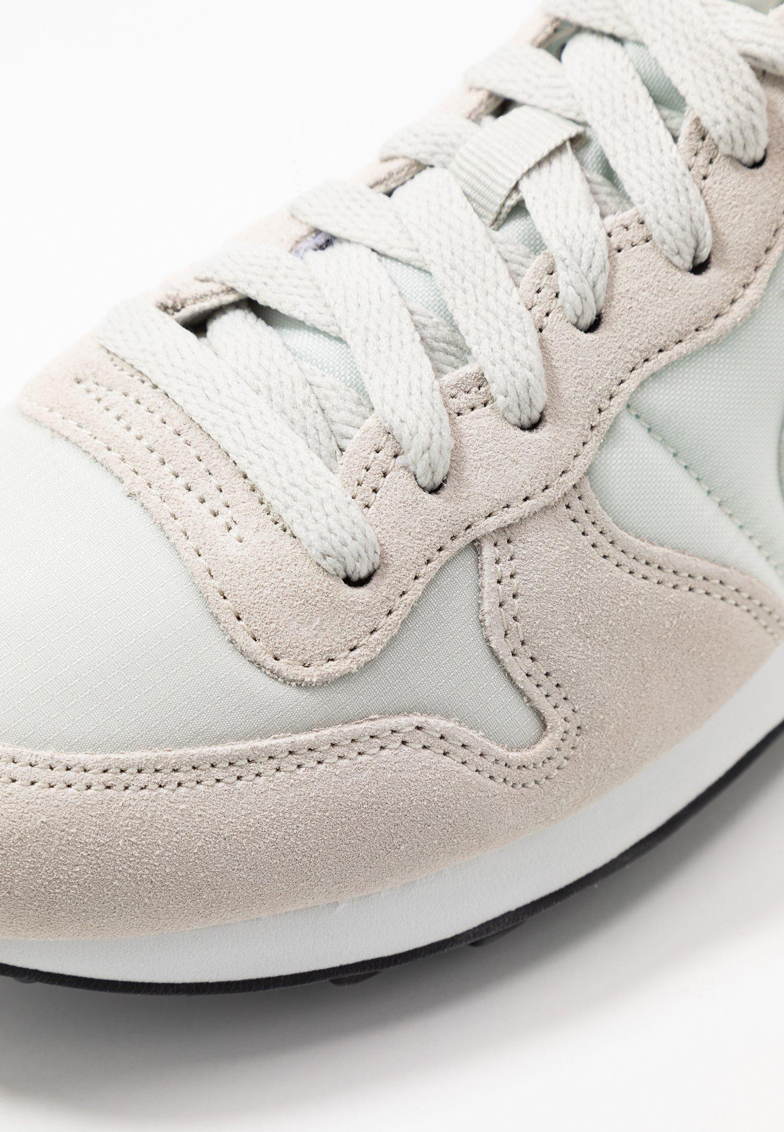 Nike Sportswear INTERNATIONALIST Baskets basses light bone