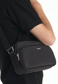 The Kooples - SAC UNISEX - Across body bag - black - 3
