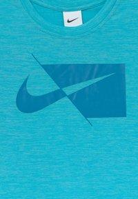 Nike Performance - PLUS - T-shirt print - chlorine blue/imperial blue - 2