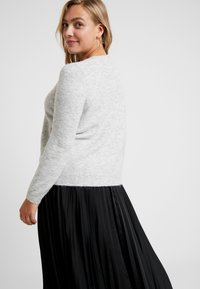 Vero Moda Curve - VMIVA V NECK - Jumper - light grey melange/snow melange - 2