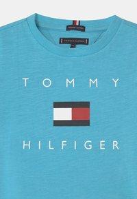 Tommy Hilfiger - LOGO - Print T-shirt - seashore blue - 2