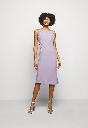 MORPHEA DRESS - Pouzdrové šaty - lilas