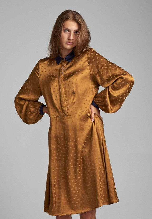 NUBRIALLEN - Shirt dress - bronze brown