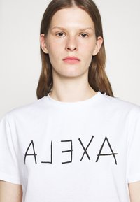 Alexa Chung - ALEXA BOXY TEE - T-Shirt print - white - 4