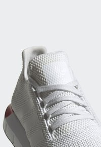 adidas Originals - SWIFT RUN RUNNING-STYLE SHOES - Trainers - white - 5
