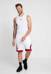 Jordan - JUMPMAN STRIPED SHORT - Sportovní kraťasy - white/gym red/black - 1