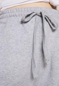 Missguided - OVERSIZED LONG LINE - Teplákové kalhoty - grey marl - 4