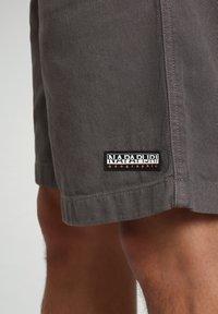 Napapijri - Shorts - grey gargoyle - 5