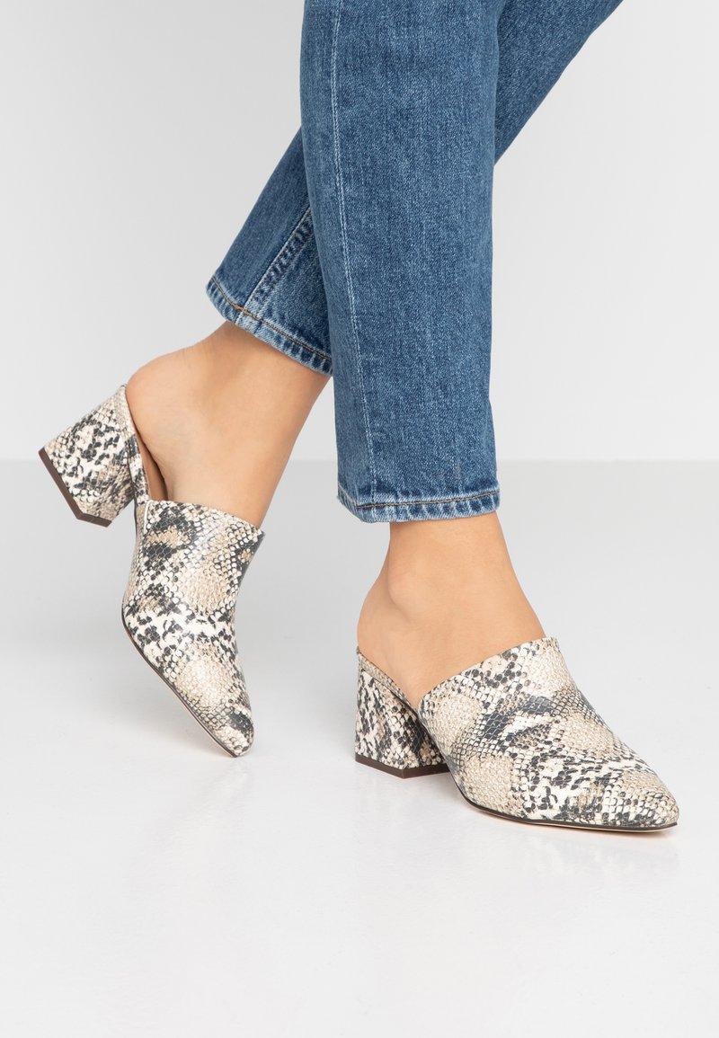 Call it Spring - AUGGEN VEGAN - Pantofle na podpatku - medium beige