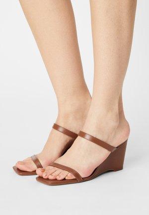 LEGAODDA - Wedge sandals - cognac