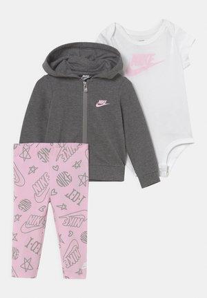 SET - Trainingspak - pink foam