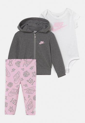SET - Dres - pink foam