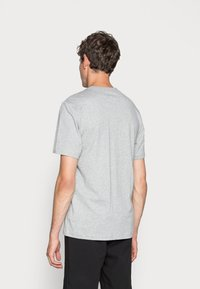 Nike Sportswear - TEE JUST DO IT - Camiseta estampada - grey heather - 2
