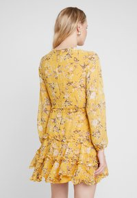 Bardot - JENNIE FLORAL DRESS - Denní šaty - yellow - 3