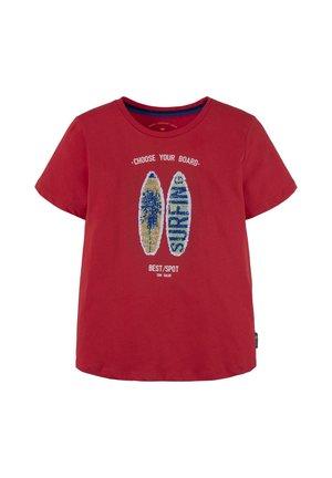 MIT GROSSFLÄCHIGEM  - T-shirt print - poppy red|red