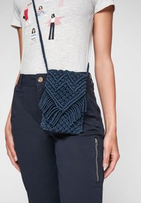 s.Oliver - IN MAKRAMEE OPTIK - Across body bag - dark blue - 2