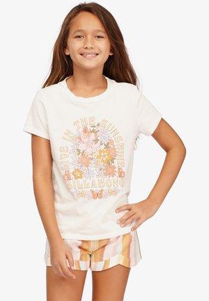 LIVING IN SUNSHINE - T-Shirt print - salt crystal