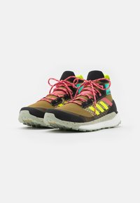 adidas Performance - TERREX  FREE HIKER PRIMEBLUE - Hikingsko - wild moss/core black/acid mint - 1