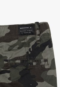 Quiksilver - CRUCIAL BATTLE YOUTH - Cargo trousers - green - 5