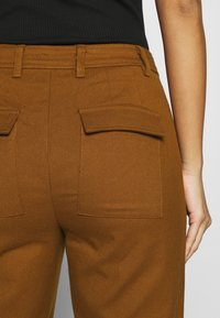 Who What Wear - TROUSER - Trousers - brown - 6