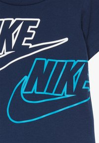 Nike Sportswear - CARGO BABY SET - Shorts - dark grey heather - 5