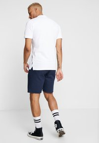 Only & Sons - ONSLOU LINEN MIX  SHORTS GW 3000 - Shorts - dress blues - 2