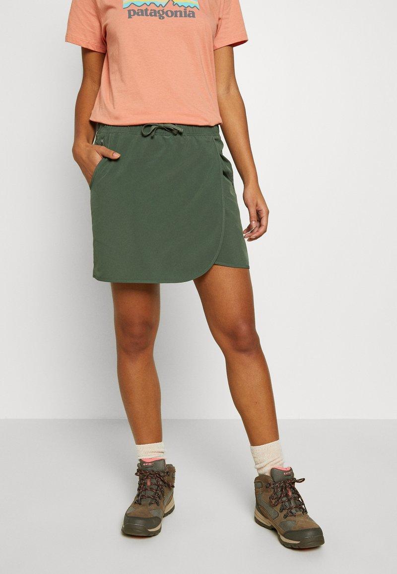 Patagonia - FLEETWITH SKORT - Sports skirt - kale green