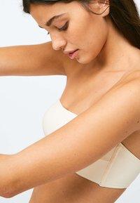 OYSHO - RIBBED - Bikini top - white - 3