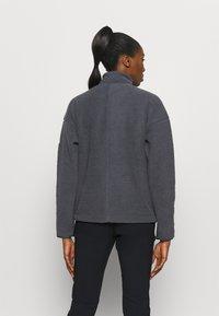 Salomon - SNOWSHELTER - Fleece jumper - ebony - 2