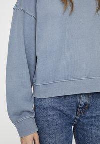 PULL&BEAR - MIT LANGEN ÄRMELN - Sweatshirt - blue - 5