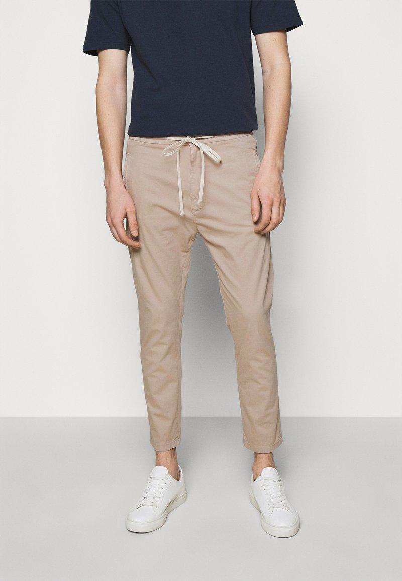 DRYKORN - JEGER - Trousers - beige