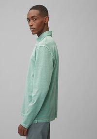 Marc O'Polo - LONG SLEEVE FLATLOCK DETAILS - Polo shirt - green bay - 4