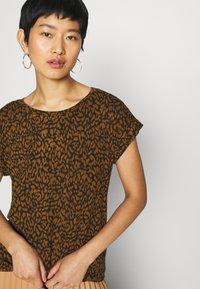 Soyaconcept - SC-KRISTA 2 - Print T-shirt - brown - 3