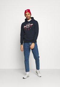 Jack & Jones - JJDENIM LOGO HOOD - Sweatshirt - navy blazer - 1